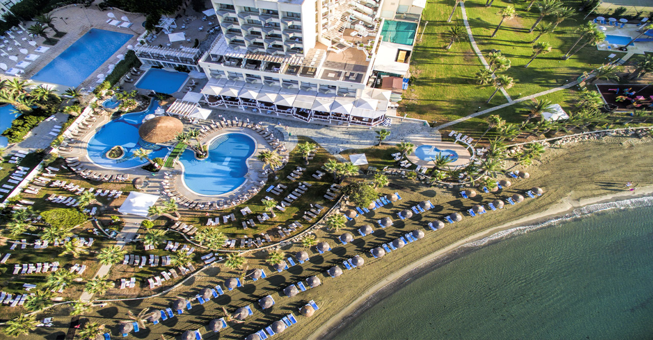 Το Golden Bay Beach Hotel